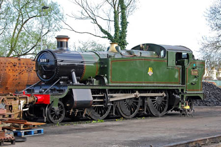 5199 at Sheffield Park - 26 April 2008 - Derek Hayward