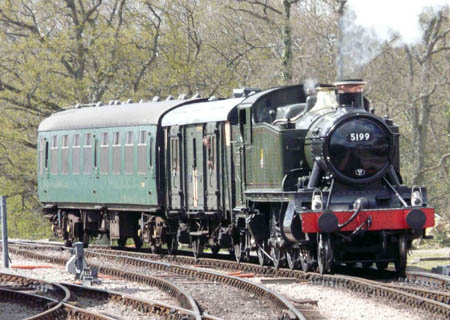 5199 approaches Horsted Keynes - 28 April 2008 - Ray Wills