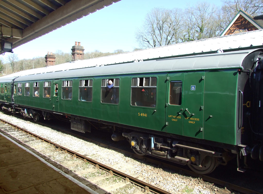 Bluebell Railway Carriages No 4941