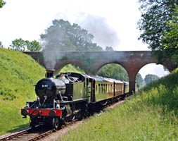 5199 with Pullmans at 3-Arch Bridge - 8 June 2008 - Derek Hayward