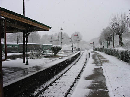 Horsted Keynes in the snow - 6 April 2008 - Dave Devlin