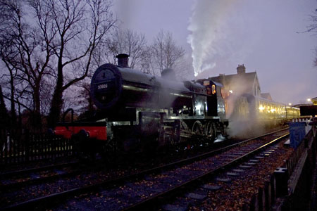 Late afternoon train at Sheffield Park with 7F - 16 November 2008 - Martin Lawrence