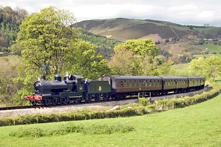 9017 by the Glyndyfrdwy outer home, on the 4.15 from Llangollen - 26 April 2009 - Brian Easter