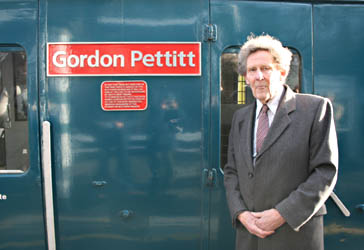 Gordon Pettitt and 3417 - 17 Jan 2009 - Andrew Strongitharm