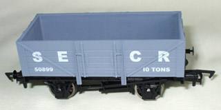 Dapol limited edition OO-gauge model of SECR 5-plank wagon 50899