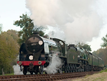 Sir Lamiel leads Sir Archibald Sinclair, arriving at Kingscote - Martin Lawrence - 24 October 2010