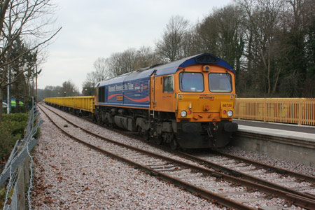 66720 at East Grinstead with the first half-set of wagons - Tony Sullivan - 21 February 2011