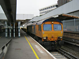 The last train of empties heads south through East Croydon station - Ian Maggs - 17 March 2011