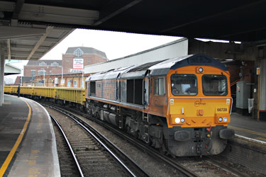 66728 with WBR5 empties at Clapham Junction - Barry King - 16 Nov 2011