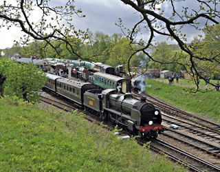 U-class leaving Horsted Keynes - Derek Hayward - 11 May 2013