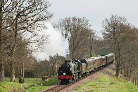 1638 approaches Three Arch Bridge with the SR set - Chris Rigby - 28 April 2013