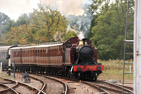 L.150 approaches Horsted Keynes with Met coaches - Tony Sullivan - 1 September 2013