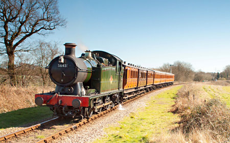 5643 on Freshfield Bank with the Victorian coaches - Sheila Beaumont - 16 March 2014