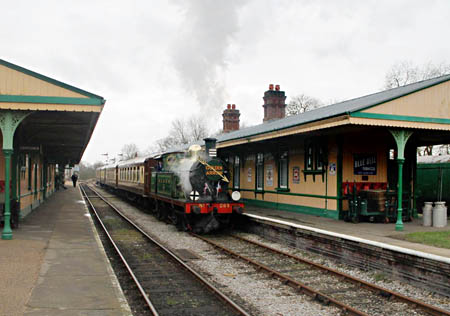 H-class 263 with lunchtime Golden Arrow at Horsted Keynes - Nathan Gibson - 23 February 2014