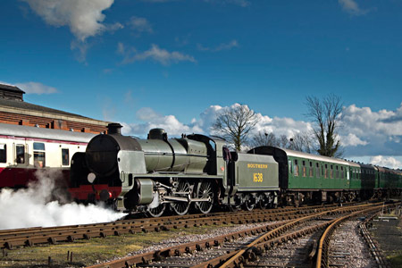 U-class shunts at Sheffield Park - Martin Lawrence - 13 February 2014
