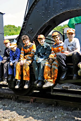 9F Club members working on crane - Derek Hayward - 18 May 2014