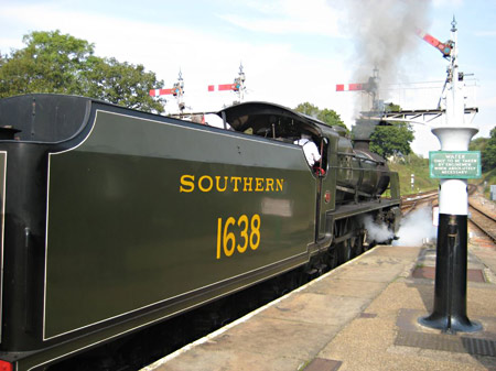 1638 departs from Horsted Keynes - Rick Hewett - 23 September 2014