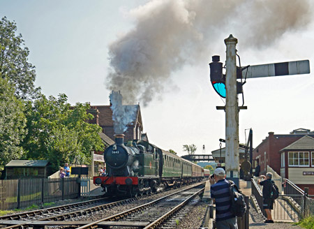5643 departing from Sheffield Park - Brian Lacey - 8 September 2014