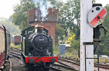 5643 running round at Sheffield Park - Brian Lacey - 15 September 2014