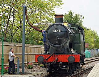 5643 takes water at East Grinstead - Brian Lacey - 26 Sept 2014