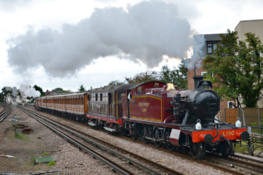 L.150 passing Northwood Hills - Andrew Crampton - 17 August 2014