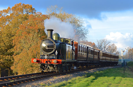 B473 in the Autumn sun at New Road Bridge - Steve Lee - 15 November 2014