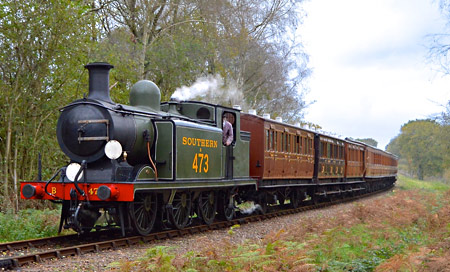 B473 with Victorian carriages - Steve Lee - 8 November 2014
