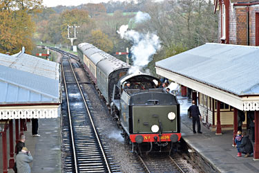 U-class brings its train into Sheffield Park - Brian Lacey - 15 November 2014