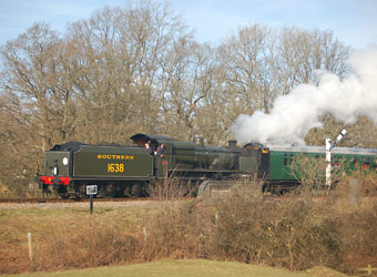U-class at New Road Bridge - Keith Leppard - 8 February 2015