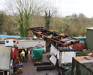 27's frames craned from wheels - Tony Sullivan - 19 January 2015