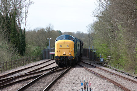 55019 approaches East Grinstead - John Sandys - 17 April 2015