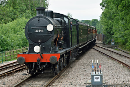 Q and vintage coaches at East Grinstead - Brian Lacey - 20 June 2015