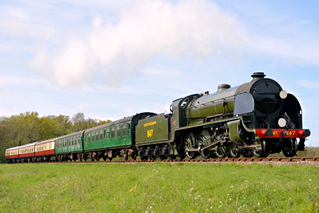 S15 approaches Horsted Keynes - Steve Lee - 4 May 2015