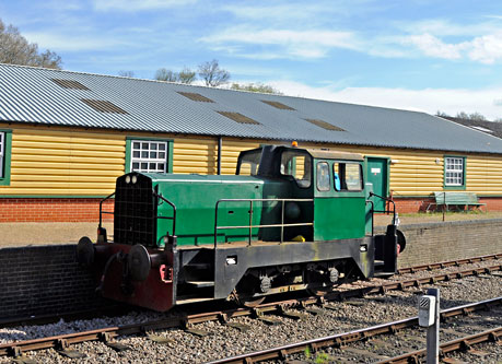 Sentinel shunter on Driver for a Fiver - Derek Hayward - 19 April 2015
