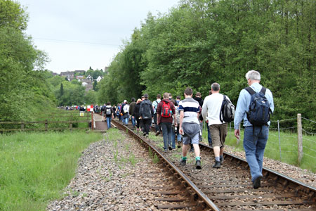 Track Treck approaches New Coombe Bridge - Mike Hopps - 24 May 2015