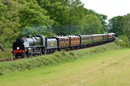 U-class with vintage train at Town Place - Steve Lee - 25 May 2015