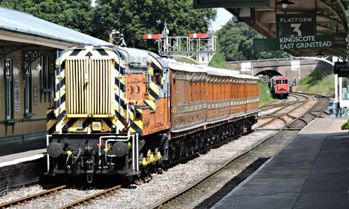 09 shunting the Met coaches at Horsted Keynes - Huw Lloyd - 17 August 2015