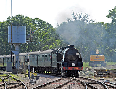 S15 No.847 approaches Horsted Keynes - Derek Hayward - 22 August 2015