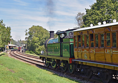 H-class approaching Kingscote with Met coaches - Brian Lacey - 22 August 2015