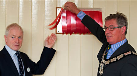 Unveiling the plaque - Martin Lawrence - 3 August 2015