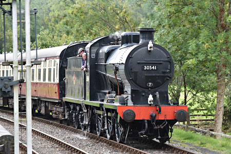 Q-class with the Wealden Rambler at Kingscote - Brian Lacey - 12 September 2015