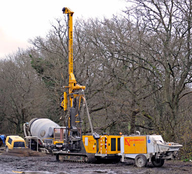 Piling rig for the carriage shed extension at Horsted Keynes - Derek Hayward - 12 December 2015