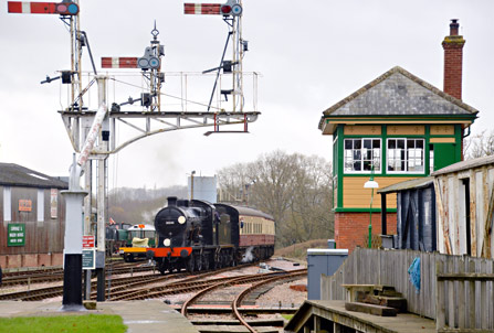 Q-class arriving at Horsted Keynes - Steve Lee - 29 November 2015