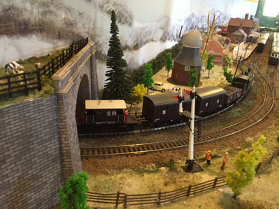 Double track on the model railway - Alan Black - 6 February 2016
