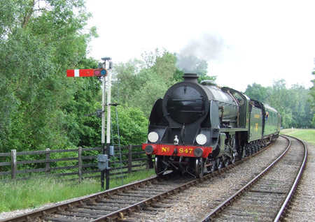 The S15 approaches Kingscote - Richard Salmon - 18 June 2016