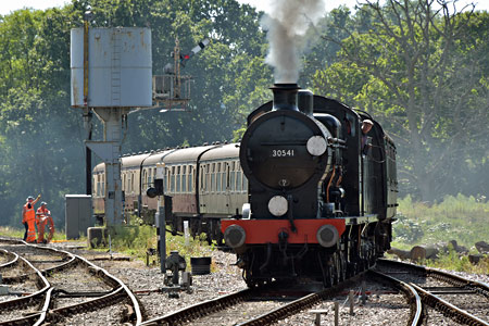 Q-class approaches Horsted Keynes - Brian Lacey - 30 August 2016
