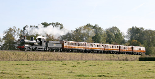 9017 with the teak carriages - 19 October 2009 - Andrew Strongitharm
