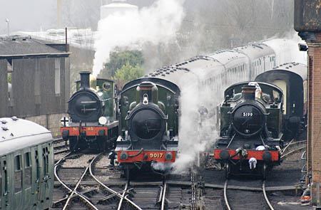 65, 9017 and 5199 at Sheffield Park - 2 January 2009 - John Sandys