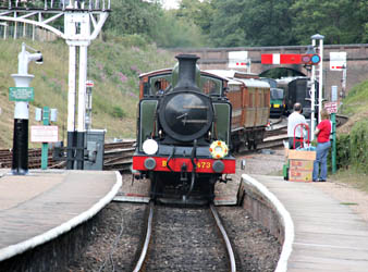 E4 arrives at Horsted - Tony Sullivan - 5 August 2010