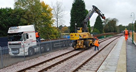 Pointwork being offloaded at East Grinstead - Pat Plane - 28 October 2010